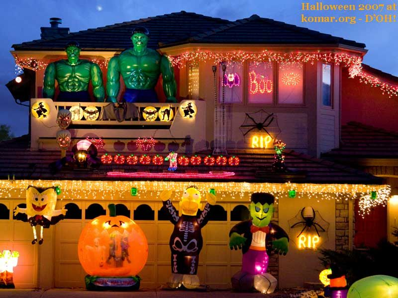 11 Craziest Halloween Decorated Homes Bobs Halloween