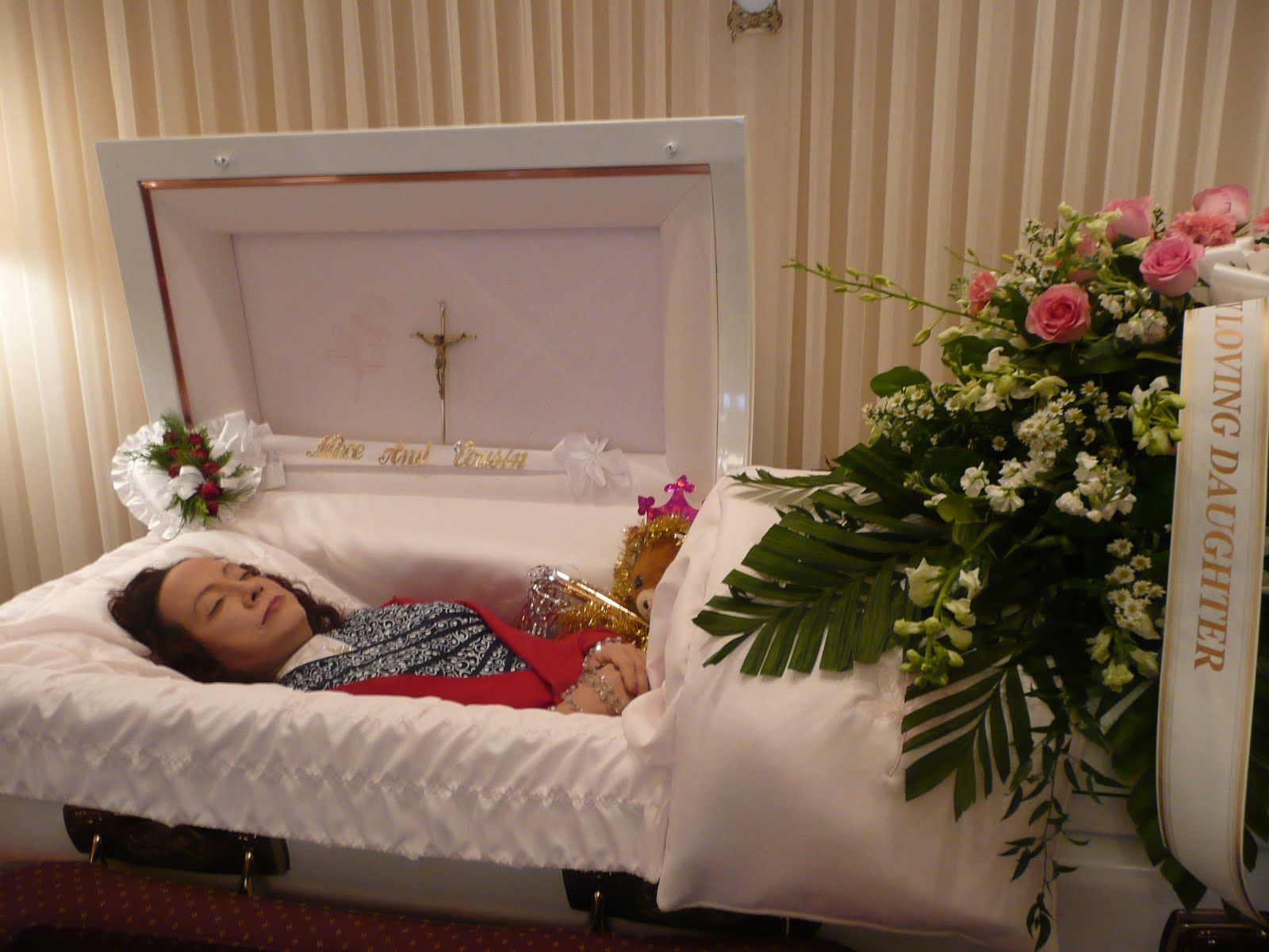 Aaliyah Left Eye Funeral Pictures Open Casket