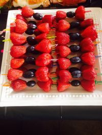 Strawberries and grapes for bow ties - very cute and super ...