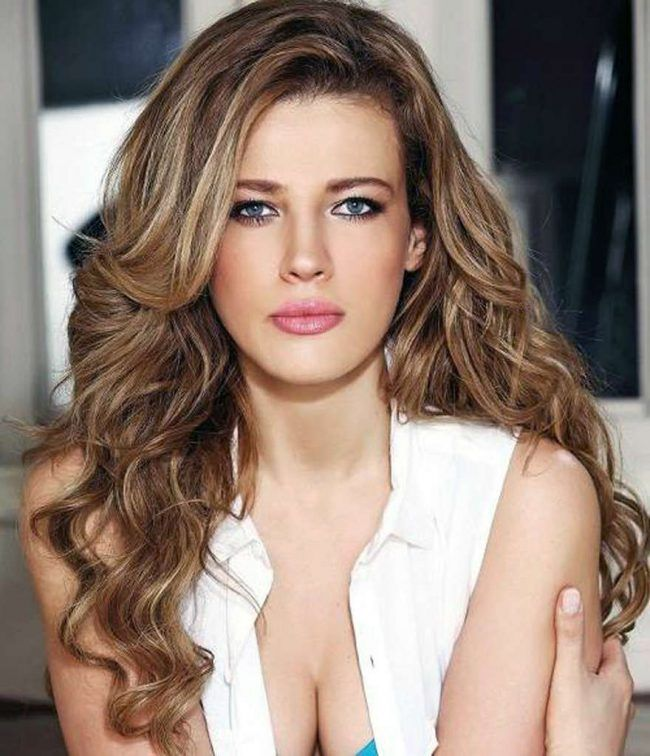 Best Hairstyle For Round Face And Blue Eyes #Best #Blue #eyes