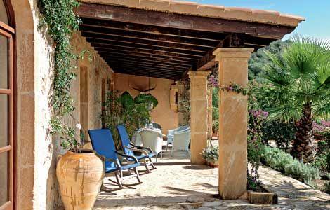 Mediterraner Stil Überdachte Terrasse Wohnen & Garten