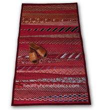 Rug from neckties. Would make a cute table runner! Has the