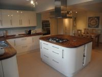 cream gloss kitchen with granite worktops - Google Search ...