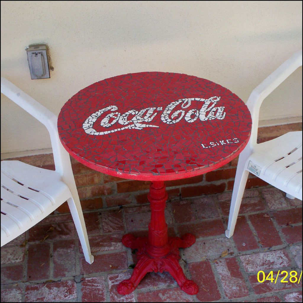 Coca Cola Table And Chairs Make A Coca Cola Mosaic Table Coca Cola Cola And Mosaics