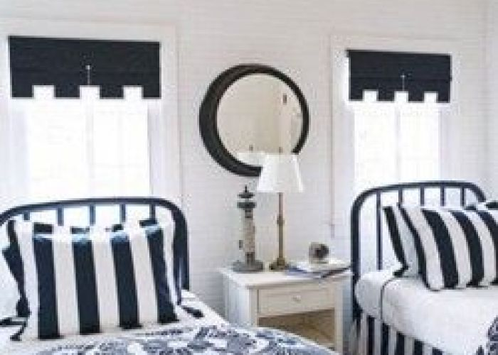 blue and white guest room designer tom stringer painted the headboards of these twin beds navy then topped them with duvet covers also guestroom home pinterest bedrooms house