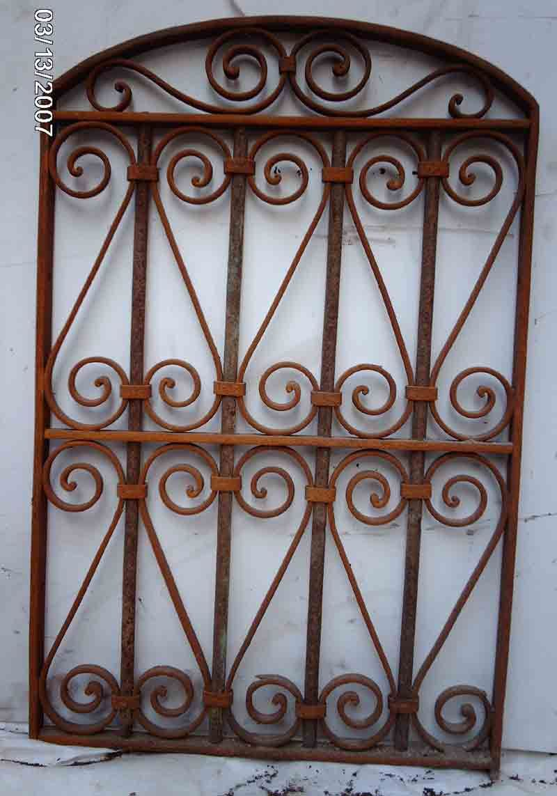 How to Sell an Antique Wrought Iron Fence