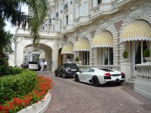 Lamborghini Parking In Front Of Hotel Intercontinental
