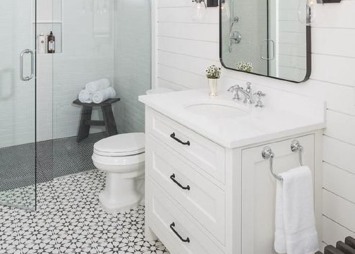 Charming black and white bathroom ba os pinterest mosaic floors oil rubbed bronze countertop also