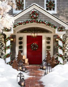 amazing front porch christmas decorating ideas also porches rh pinterest