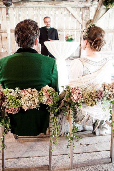 Hochzeit in Tracht  Hochzeit  Pinterest  Dirndl Trachtenhochzeit deko und Hochzeit deko