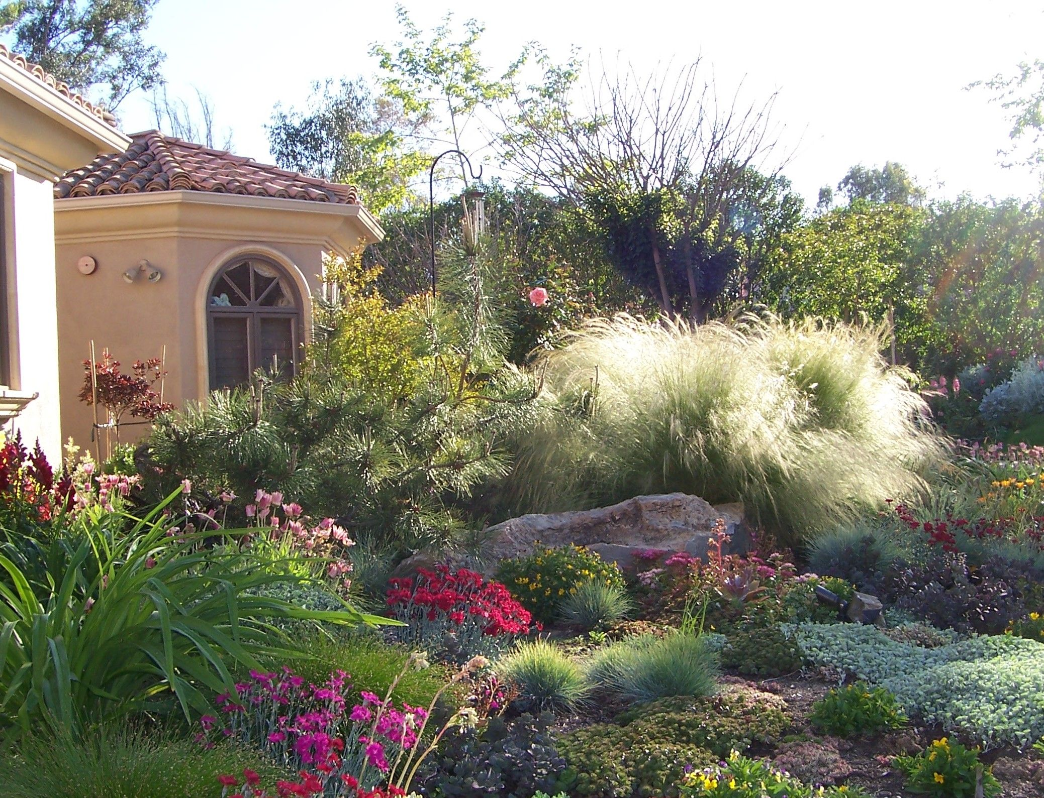 Great Mix Of Perennials And Grasses Patio Garden Ideas