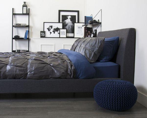 bachelor bedroom design ideas vintage Elegant bachelor bedroom! Deep blue and rich grey colours make this an elegant and masculine