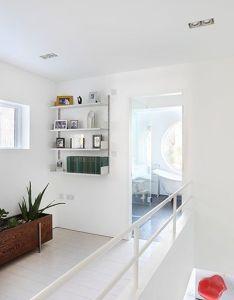 Interior design ideas  glimpse inside gallery owner jimi lee   white home also rh pinterest