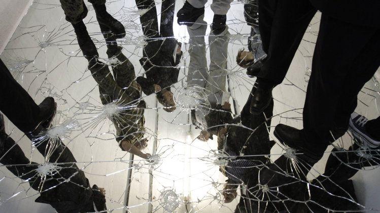 Salon shattered+mirror+floor