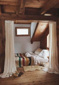 Cabin / attic bedroom | Hideaway Spaces | Pinterest ...