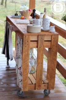 Pallet Wood Mobile Side Table With Storage Space. Super
