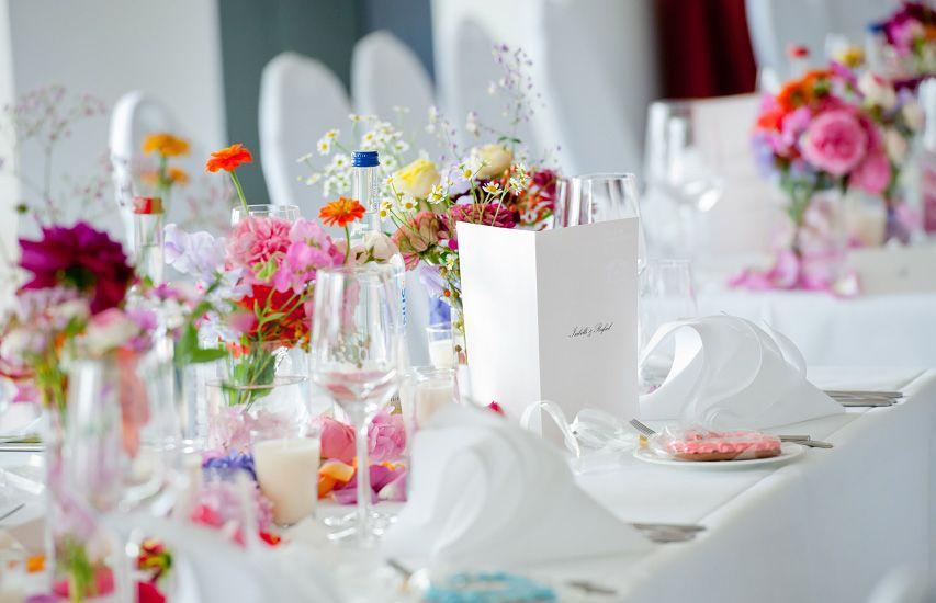 Hochzeit Tischdeko bunt  hochzeit  Pinterest  Tischdeko