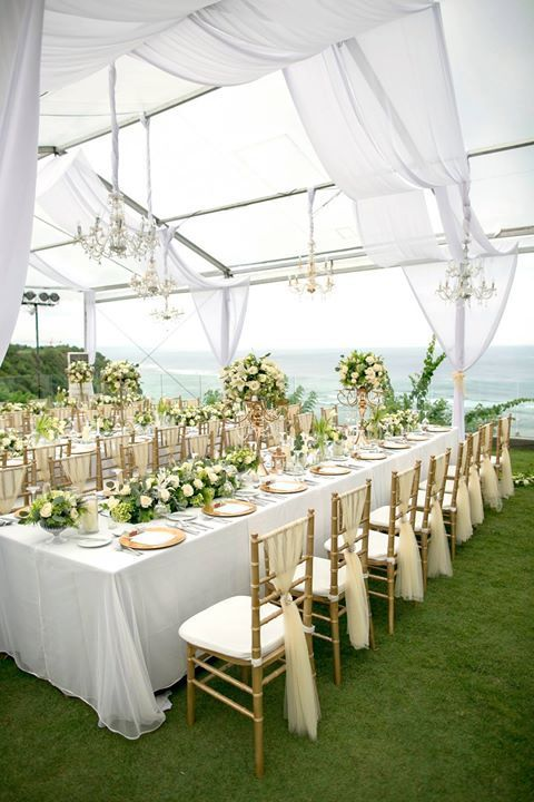 Elegant all white wedding decoration with a touch of