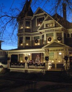 Victorian house decorated for christmas also home pinterest rh