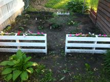 Garden Fence Pallets With Flower Boxes. Cut