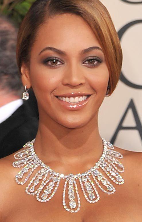 Imagini pentru beyonce wearing diamond necklace