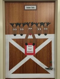 DIY Reindeer Stable Door Decoration #diy #doorcedorations