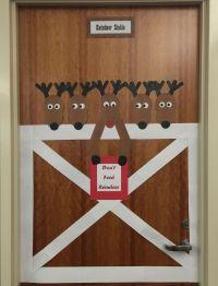 DIY Reindeer Stable Door Decoration #diy #doorcedorations ...