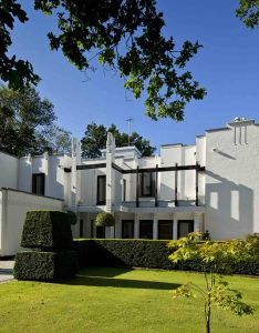 Art deco homes the whitehouse an style home near london also rh za pinterest