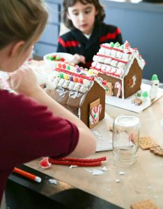 Diy gingerbread houses bueno vida winter recipeskids also holiday ideas pinterest rh za