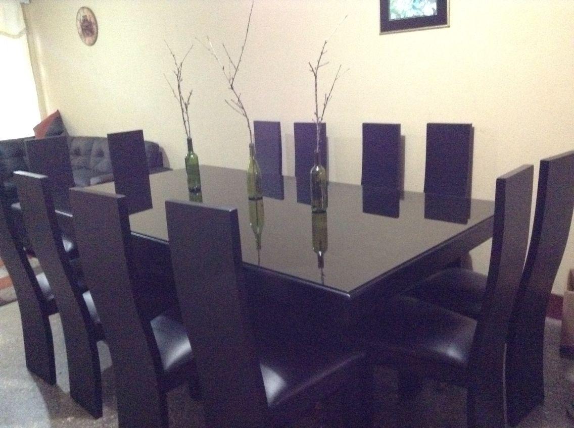 Comedor minimalista negro vidrio sobre mesa  comedores