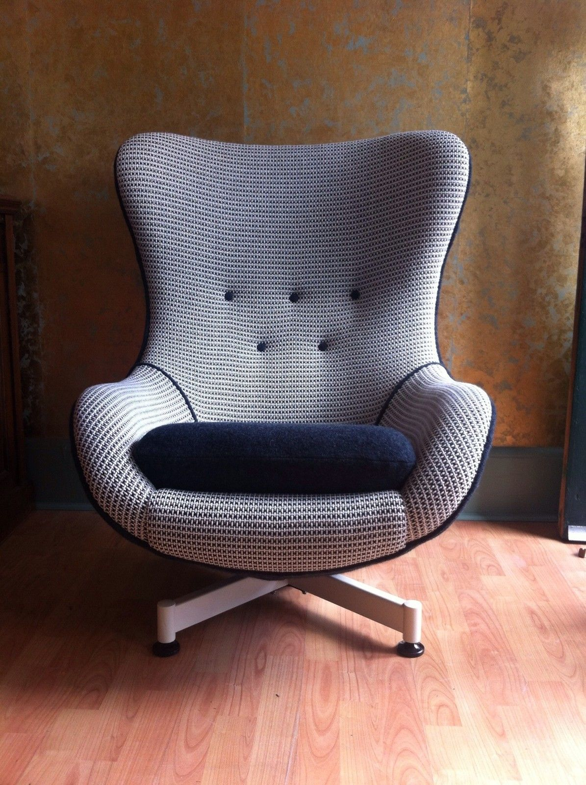 Knoll Egg Chair Original 1960s Thomas And Greaves Egg Chair Vintage