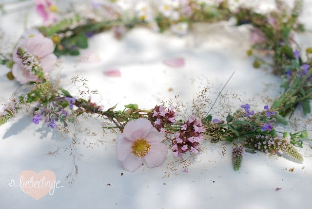 Blumenkranz selbst flechten  Erstkommunion  Pinterest  Blumenkranz Flechten und Kommunion
