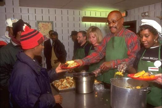 Best 25 Soup Kitchen Volunteer Ideas On Donate Clothes To Homeless Paid Work And Shelters