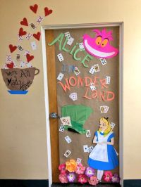 Alice in wonderland dorm decoration for Halloween | DIY ...