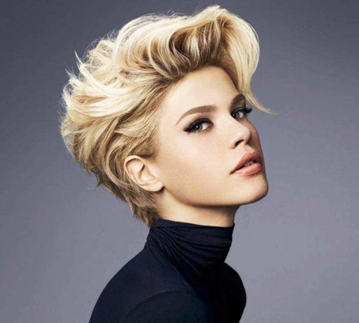 Damen Frisur Für Kurze Haare Hochgestylt Mit Pony Hair