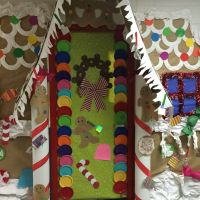 Gingerbread house! Door decorating contest! First Grade ...