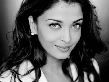Early 2000s Girl Desktop Wallpaper Aishwarya Rai Face Long Hair Bright Eyes Bollywood