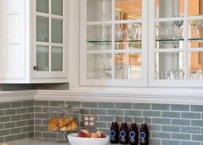 White kitchen cabinets blue glass backsplash design photos ideas and inspiration amazing gallery of interior decorating also love the mirror in back that have fronts