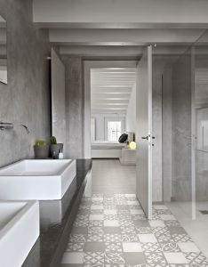 Even if you are always dealing with wet floors in your indian bathroom can still make it stylish these flooring options also salle de bain avec le sol et mur la douche en rh pinterest