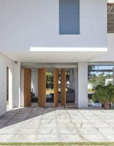 This modern single family house designed by domo arquitetos is located in  residential area site also rh pinterest