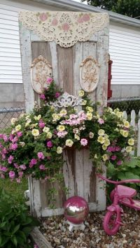 Cottage yard decor - shabby chic garden idea | Gardening ...