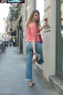 Barefoot Urban Girls