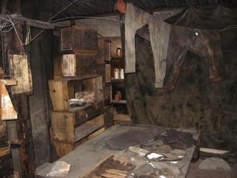 interiors hut antarctica cottage shack abandoned inside interior creepy discovery killer cabin woods cabins places explore century opposite
