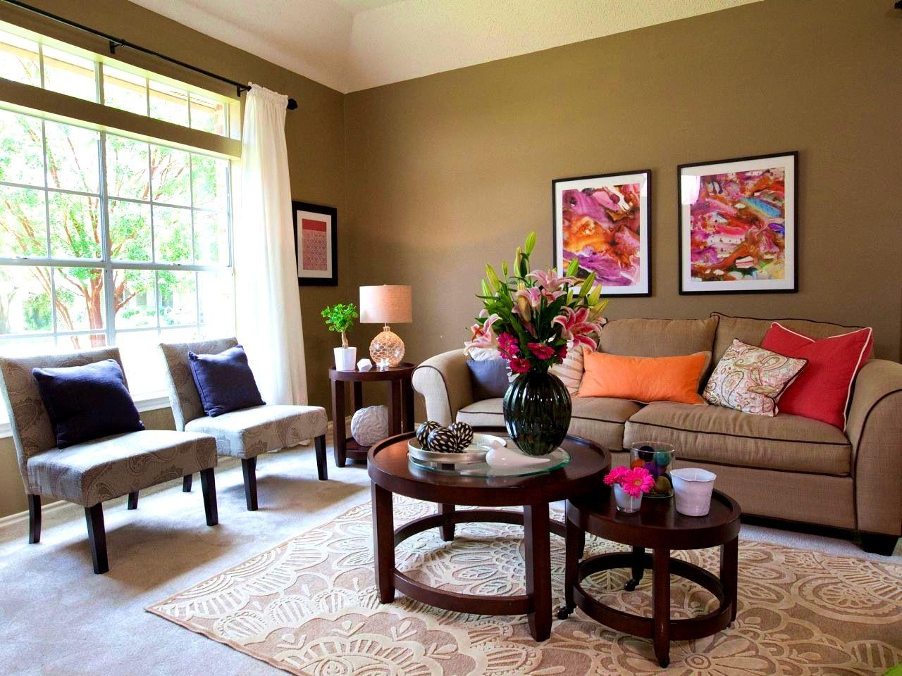 Apartments:Splendid Earth Tone Living Room Green Wall