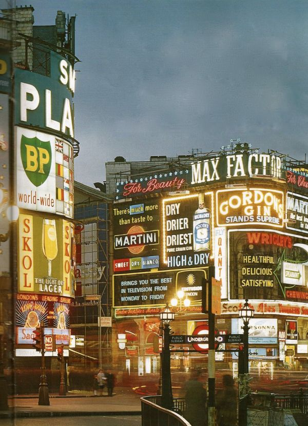 Piccadilly Circus London In 1960'