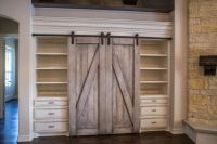 Beautiful built in entertainment center. With barn doors ...
