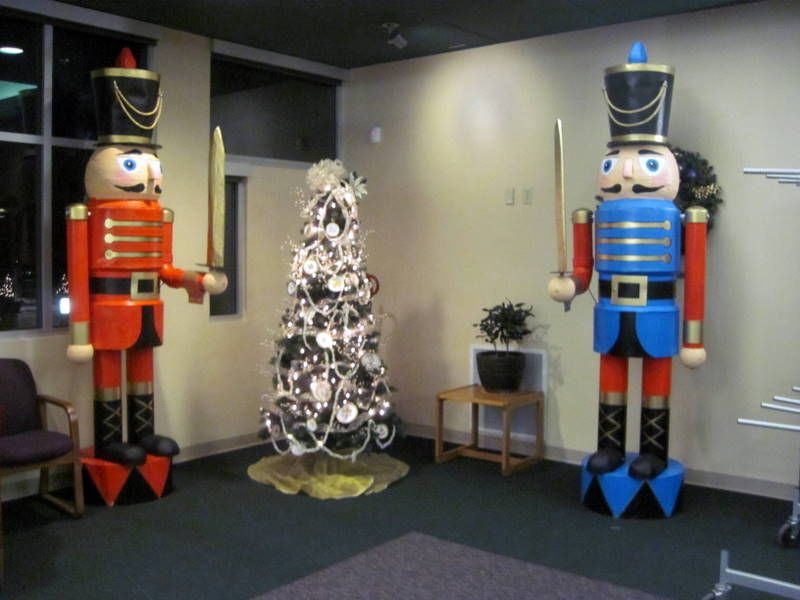 step by step instructions to build these two nutcrackers these are amazing christmas yard decorationschristmas