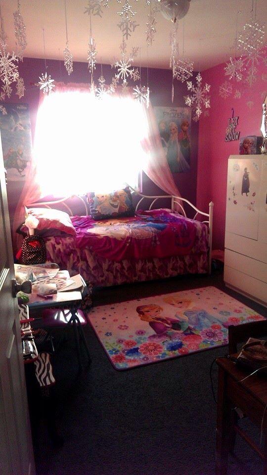Frozen themed bedroom for your little Elsa frozen