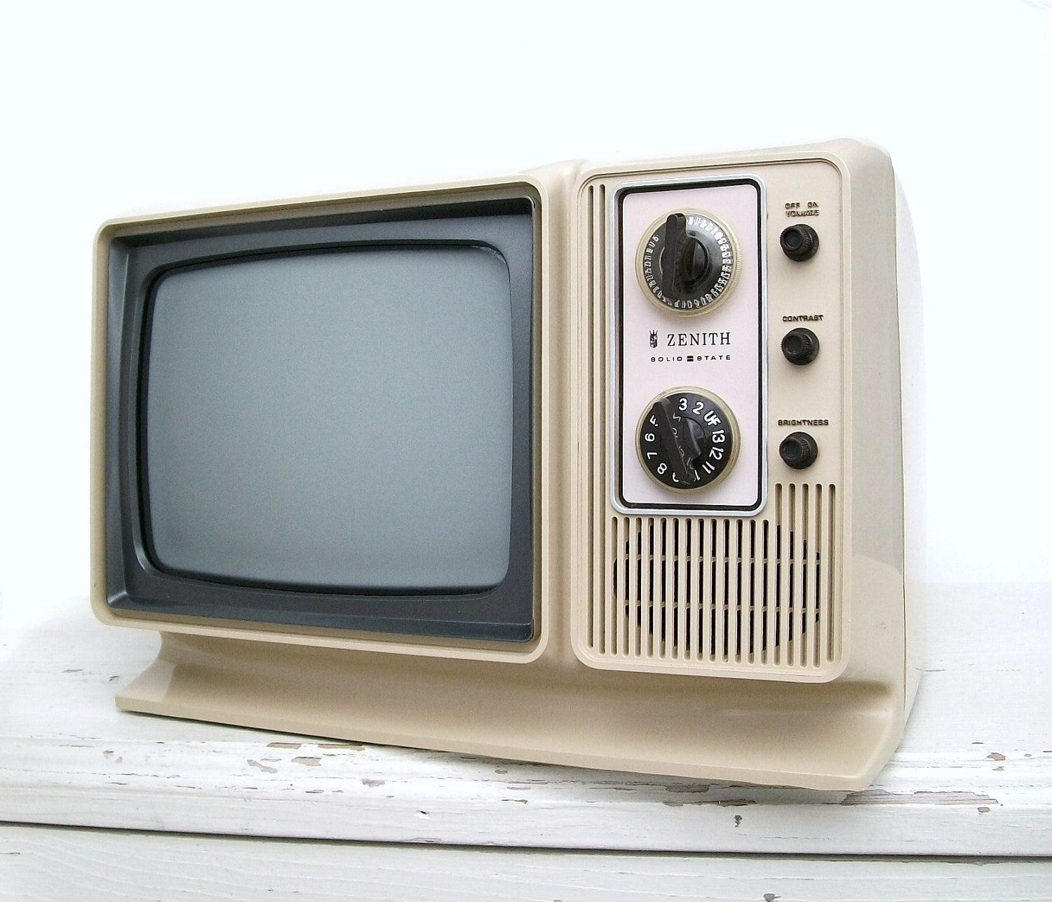 And Tv Black 1975s White