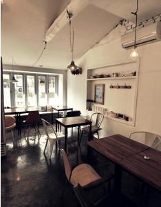 Korea interior design cafe green gable by merci  also ato in gyeonghuigung space pinterest seoul rh